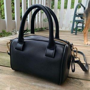 UO simple black purse